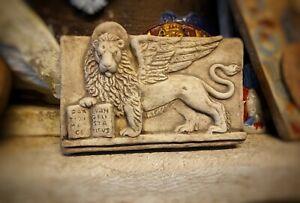 in terracotta  appendere 20x13 cm Bassorilievo leone di San Marco  pace