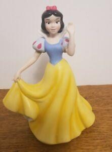 Precious Moments Disney Snow White Waving Showcase