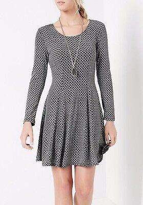Karen Kane 4L15237 Red//Black Abstract V-Neck Stretch Jersey Fit Flare Dress $109