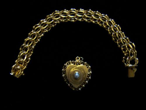Circa 1959, 14 ct. Gold Bracelet, Tripple-Link wit