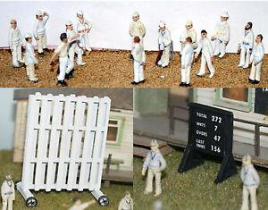Cricket-Game-15-Figures-Screen-Scoreboard-OO-Scale-1-76-UNPAINTED-Kit-F35SET