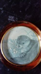 Clear-Glass-paperweight-Featuring-An-Otter