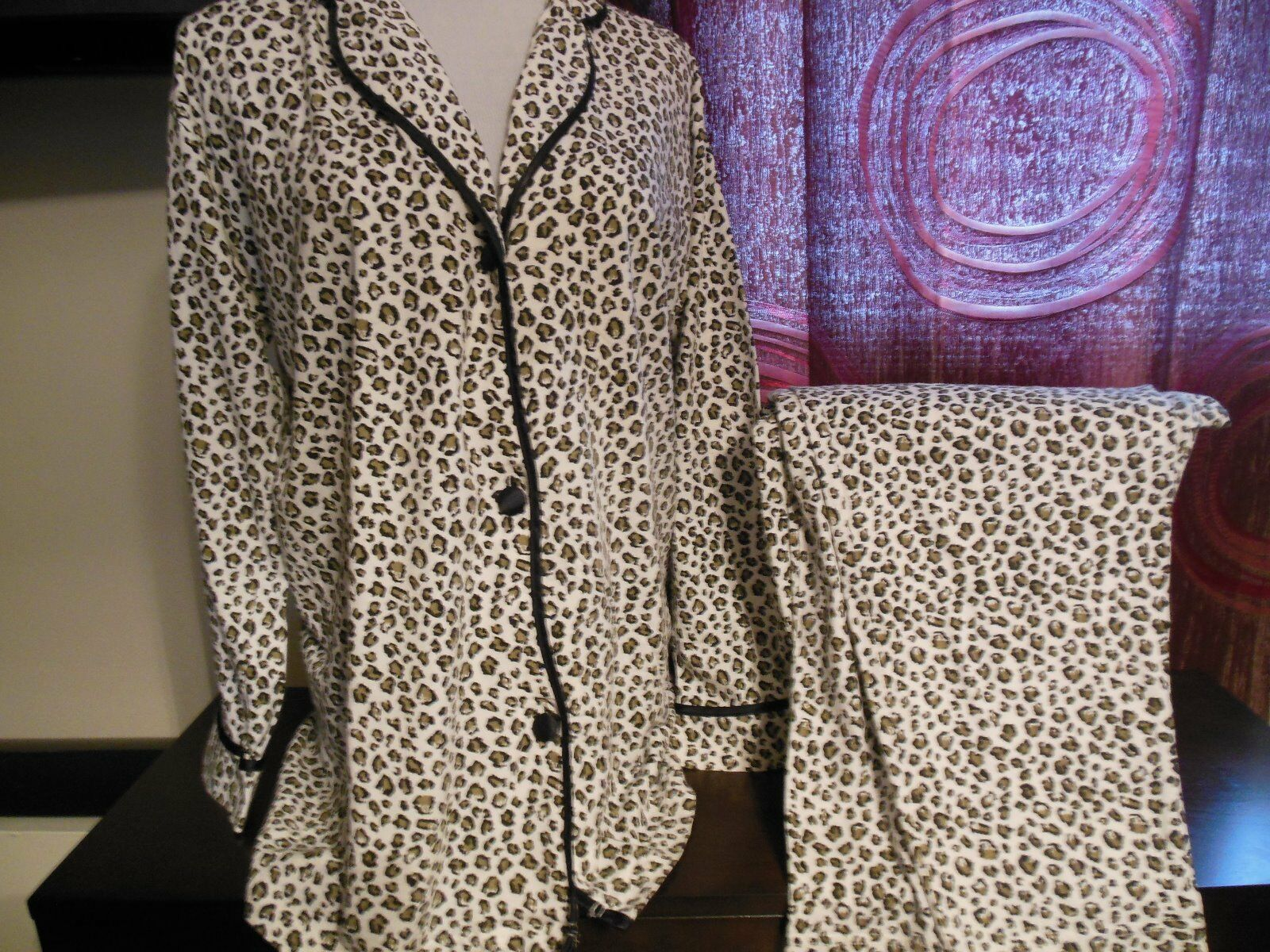 Victoria's Secret Dreamer Flannel Pajamas- Leopard Print sz s