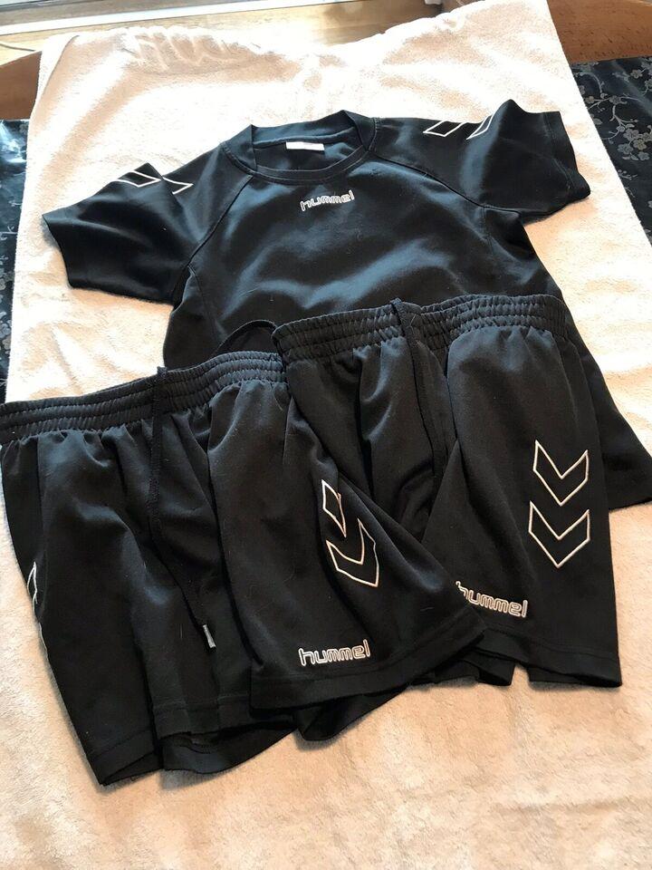 Sportstøj, Idrætstøj sæt med 1 t-shirt og 2 par shorts,