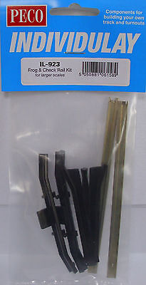 PECO IL-922 60 x Running Rail Chairs Components For Code 250 Larger Scales G-45