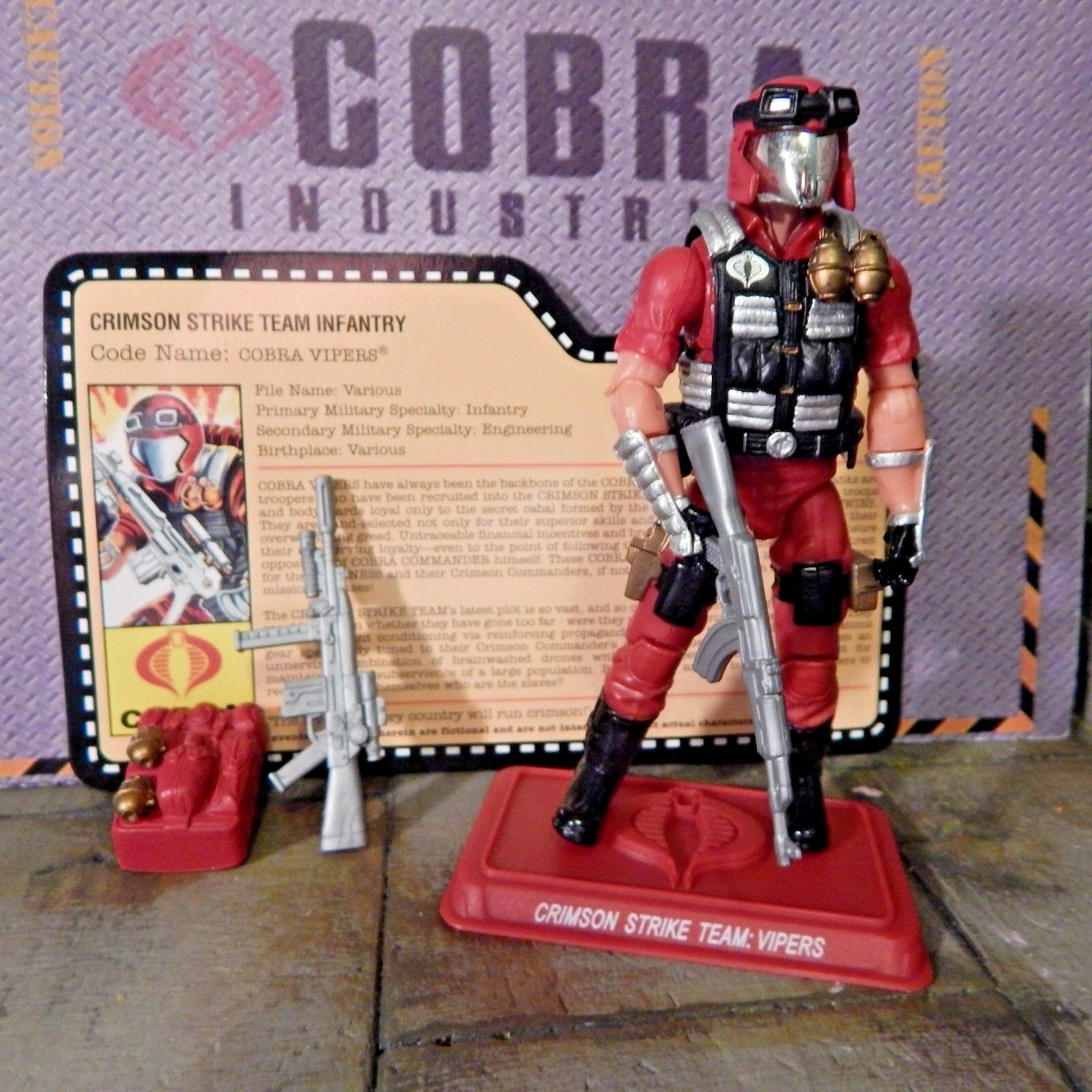 GI JOE ~ 2009 CRIMSON VIPER ~  100% & CARD  ~ CONVENTION JOECON STRIKE.TEAM 1986