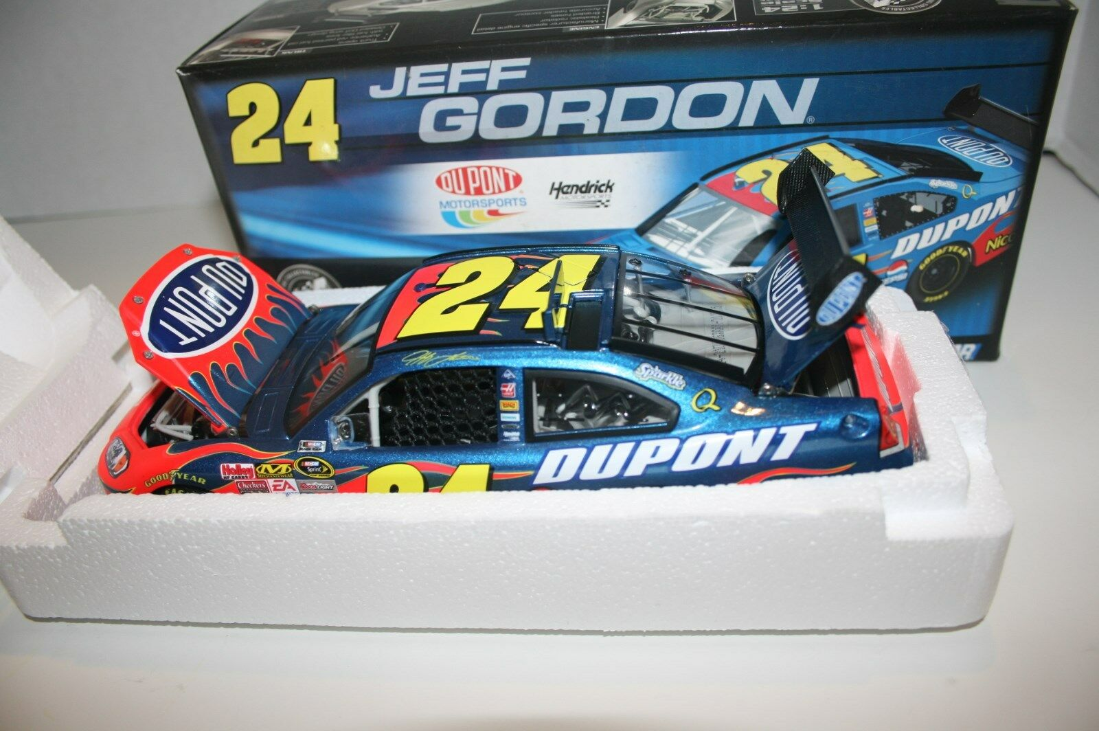 2008 Jeff Gordon  24 Dupont 1 24 Cot Version Action Diecast