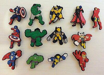 13 X Avengers Coccodrillo Scarpa Charms Capitan America Ironman Thor Hulk Il Wolverine-mostra Il Titolo Originale