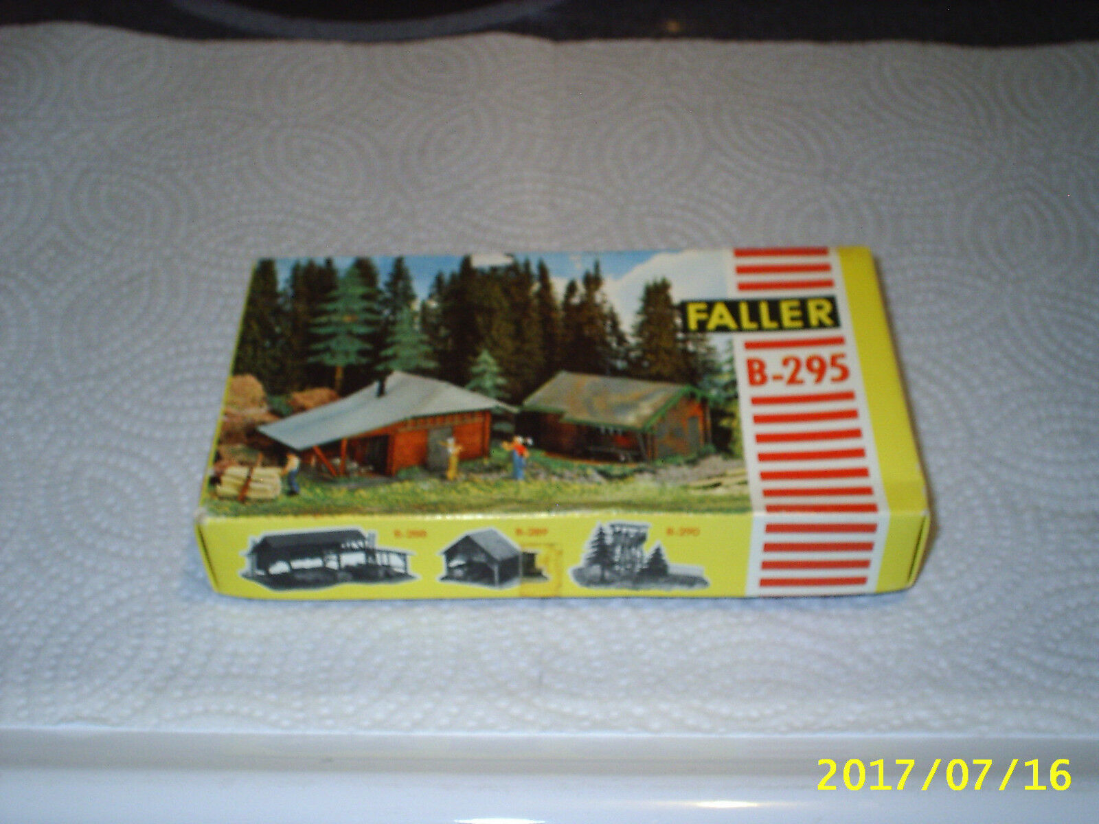 Rural Twin Log Cabins Faller Ho Scale plastic Complete Building Kit Wilderness