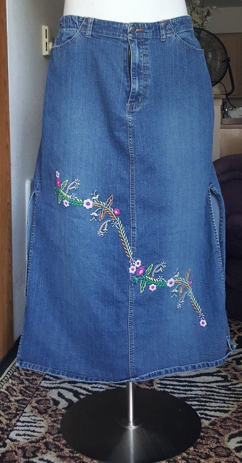 Angels embroidered flower stretch jean skirt size 16