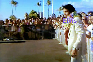 ELVIS-PRESLEY-W-LEIS-ARRIVAL-FOR-ALOHA-HAWAII-TV-SPECIAL-1-9-73-PHOTO-CANDID-1