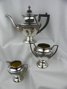 Vintage-Art-Nouveau-Benedict-Silverplate-Grapevine-Teapot-amp-Cream-amp-Sugar-Set