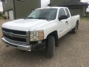 2010 Chevy 2500 HD 4x4 Extended Cab Long box