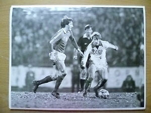 100-Org-Press-Photo-1981-WC-1-8-CZECHOSLOVAKIA-v-USSR-A-Panenka-Leonid-Burjak
