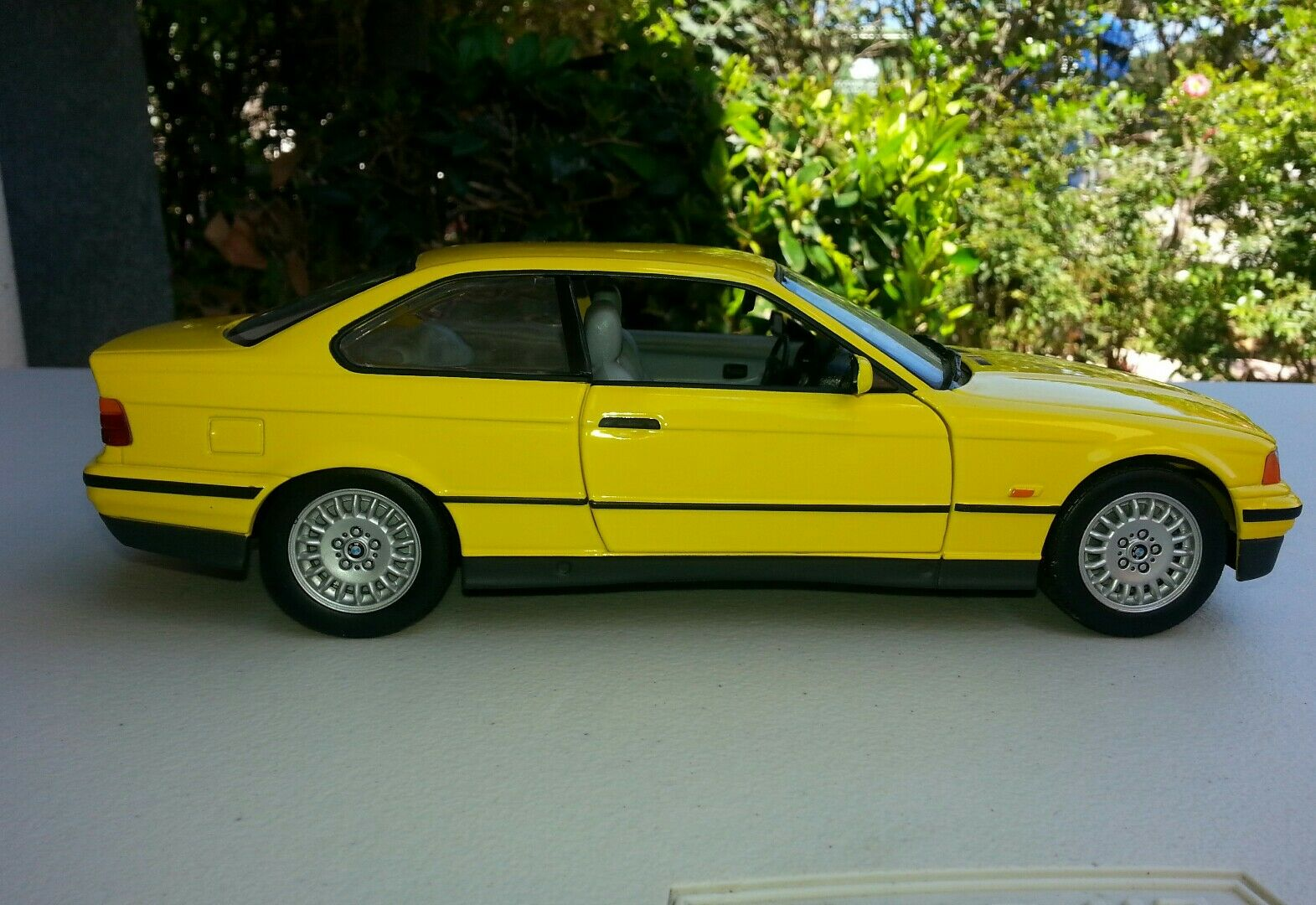1 18 diecast cars BMW 3 series in yellow by UT