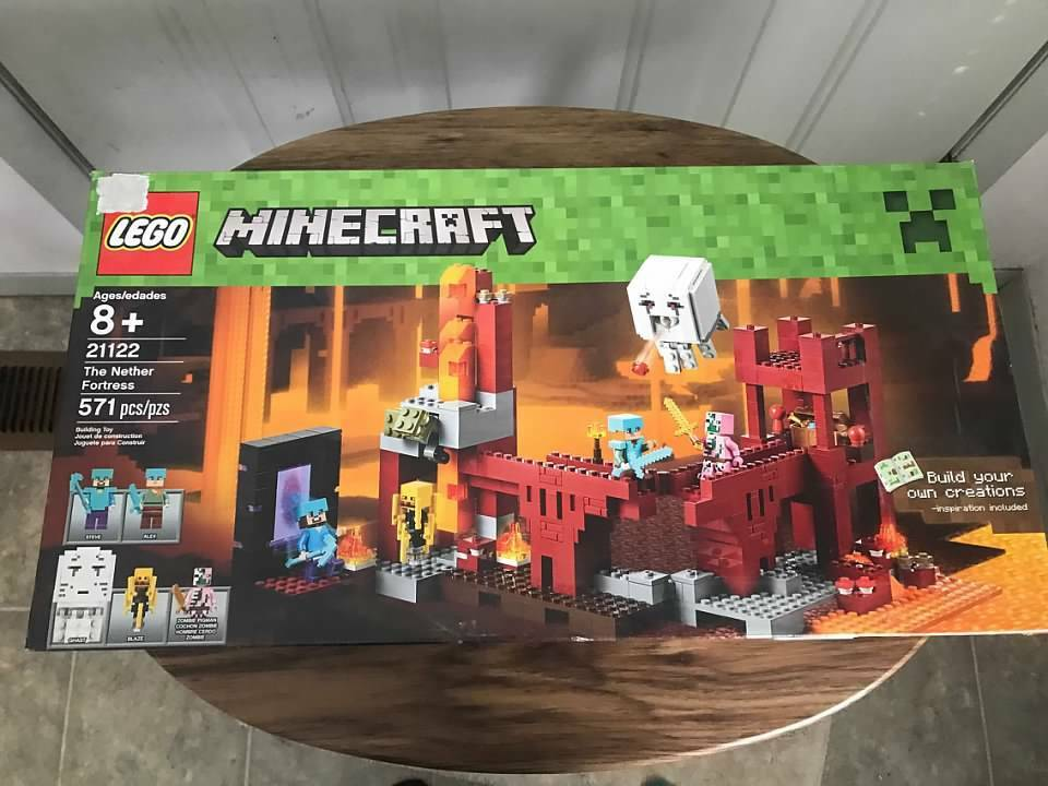 Brand nouveau LEGO Minecraft The Nether  Fortress 21122 -571pcs  rentable
