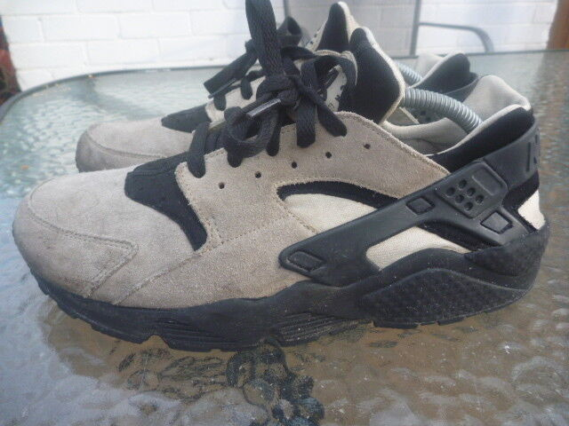 NIKE HUARACHE SIZE8.5 MENS LEATHER SUEDE TRAINERS