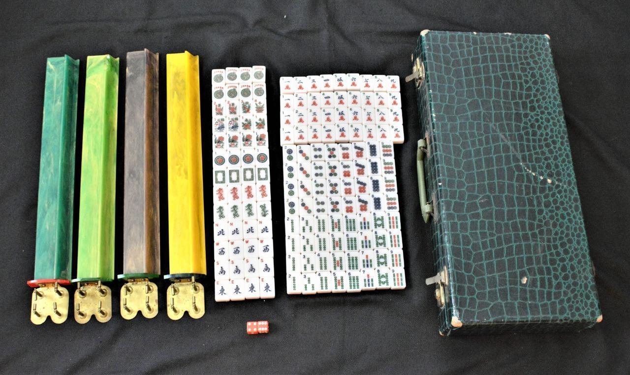 Vtg Mah Jong Mahjong Spiel-Set 152 Geschnitzt Steine,4 Bakelit Regenbogen Regale