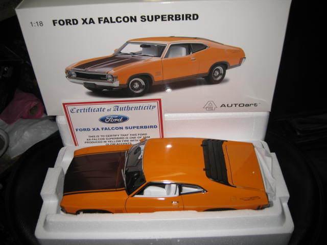 Biante   ford falcon xa hardtop autoart 1,18 superbird gelb feuer aus.