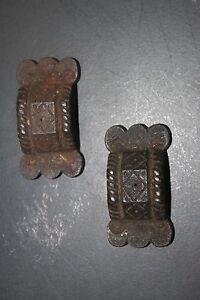 Anciens-accessoires-elements-de-cremones-en-fonte-decoree-ravissants