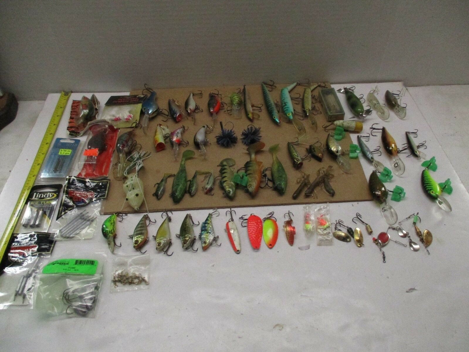VINTAGE LURE MIXED LOT OF 65 ct.  GREAT PRICE