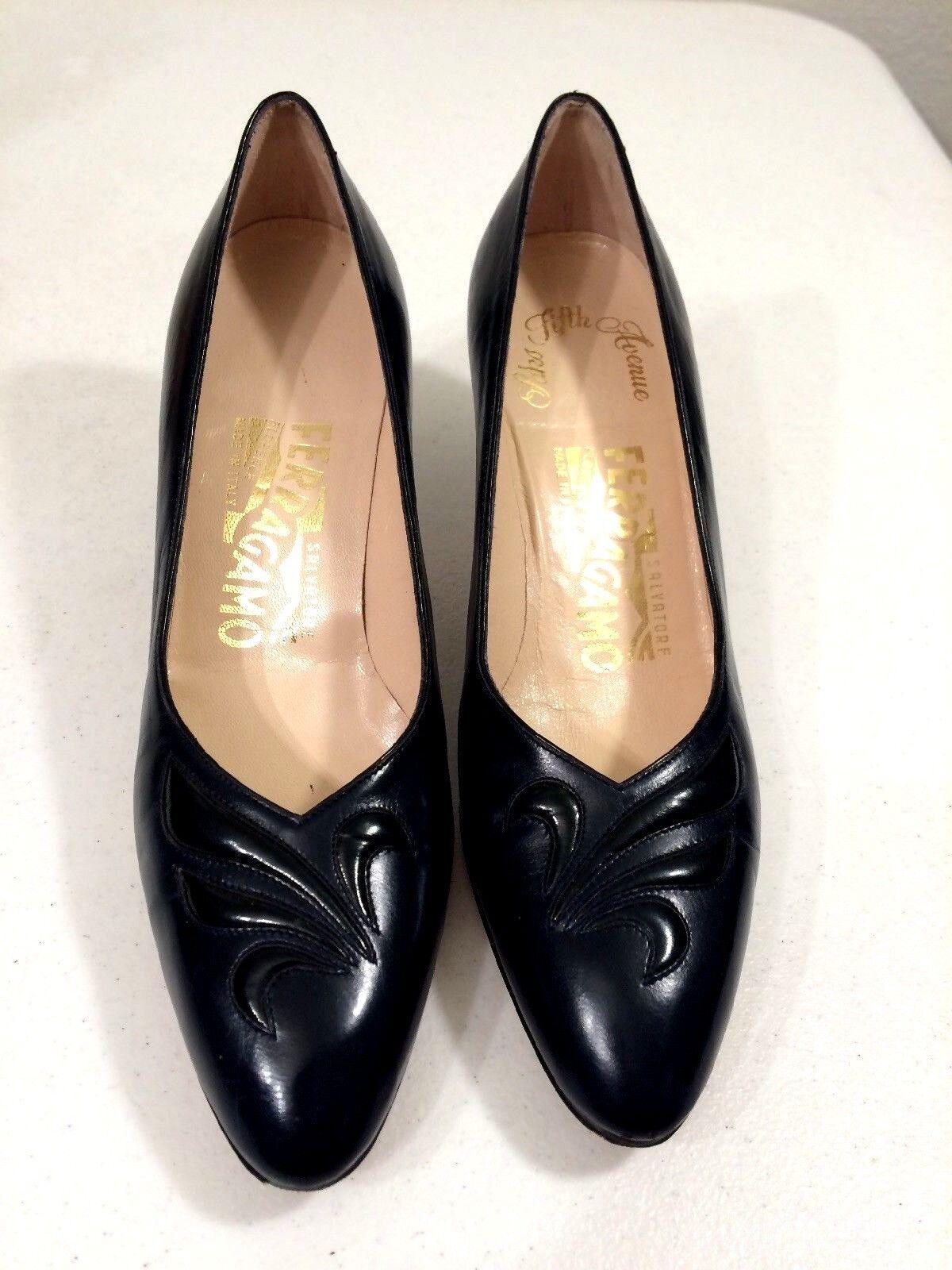 Salvatore Ferragamo Saks Fifth Avenue Dark Navy bleu  2.5  Heels Taille 5.5 AA