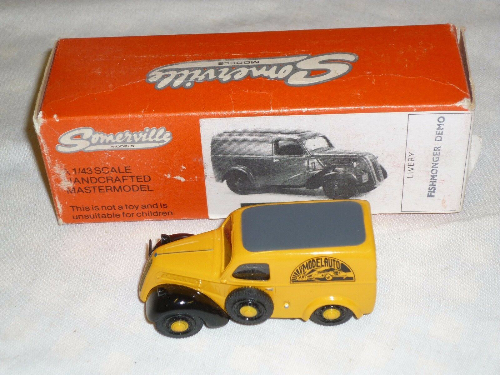 A Somerville models 107 Fordson van. model auto livery.  Boxed