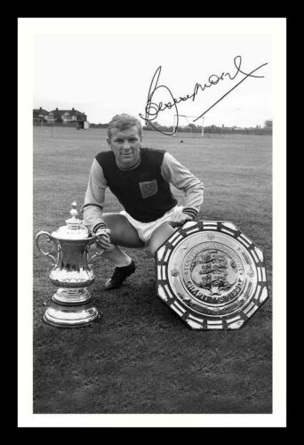 WEST HAM UNITED AUTOGRAPHED SIGNED /& FRAMED PP POSTER PHOTO BOBBY MOORE