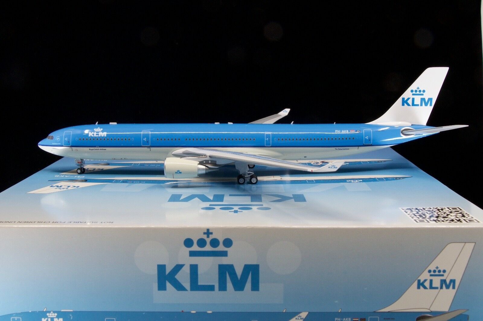 Inflight200 1 200 KLM A330-300 PH-AKB