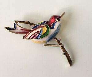 Unique-Bird-on-a-tree-Branch-Brooch-Pin-in-enamel-on-gold-tone-metal