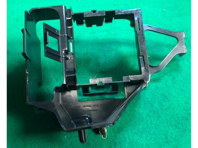 2003 Buick Rendezvous Fuse Box Mounting Bracket 10434244