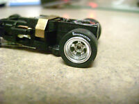 One Autoworld 4 Gear Chassis / Racemaster R Tires Chrome Rims Ho Slot Car Fit Aw