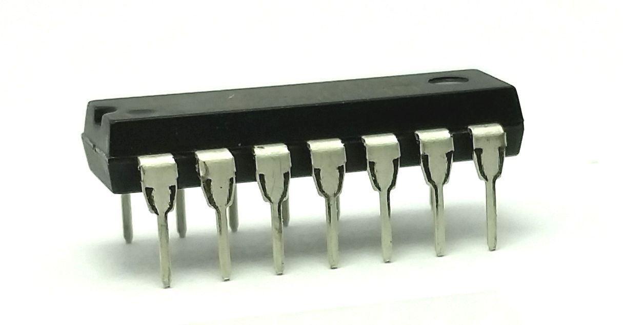 CD4093BE Quadruple 2-input NAND Schmitt trigger 4093 IC 2 pieces