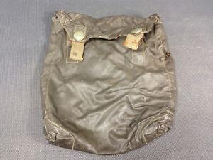 Ancienne-sacoche-en-plastique-militaire-ww1-militaria-accessoire-de-ceinture