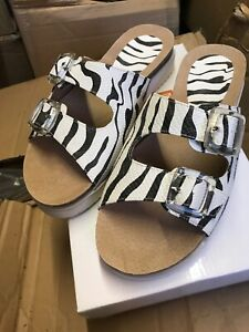 8d77f79ecbac Comfy ladies 'Down to earth' size 6 Footbed animal print comfy ...