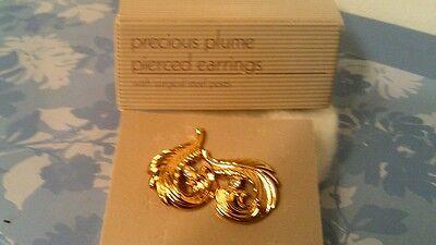 RARE VTG 1990 AVON PRECIOUS PLUME PIERCED EARRINGS-NEW IN BOX~FREE SHIPPING