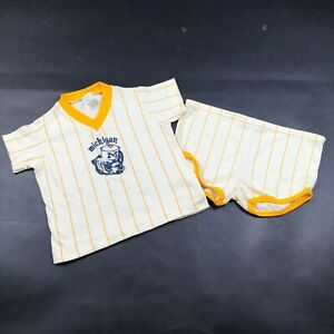 Vintage University of Michigan Wolverines Kids 2T 2 Piece Outfit Maize White