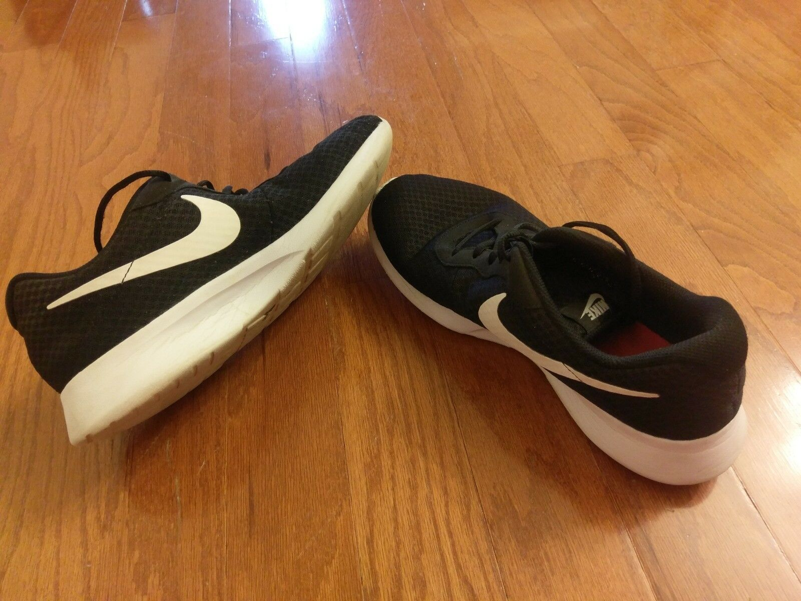 NIKE TANJUN PREMIUM RUNNING SHOES Price reduction BLACK / WHITE –SIZE 11