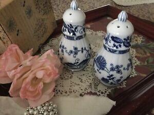 "Vintage Vienna Woods Fine China ""Blue Onion"" Salt & Pepper Shakers Japan"