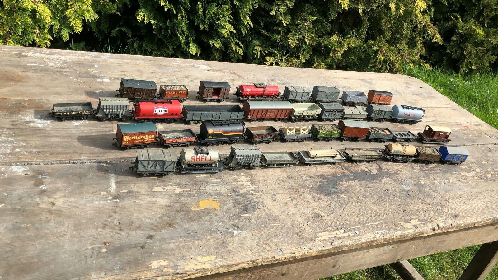 A Fantastic Jahr Sammlung of 1950's Hornby Dublo Meccano Train voitureriages