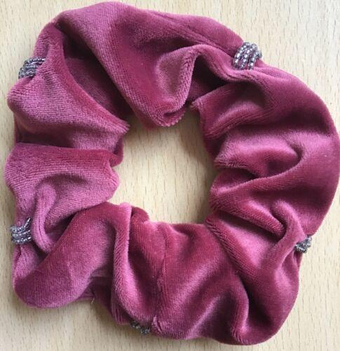 A Dusky Pink Weich samt Perlen Verziert Haargummi Pferdeschwanz Bommel