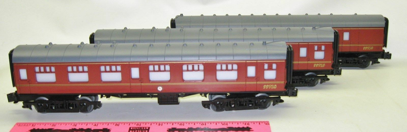 New Lionel Harry Potter passenger car set