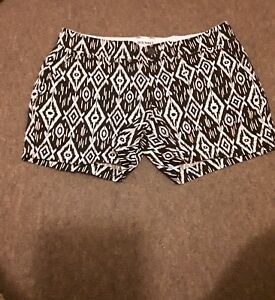 Old-navy-womens-Sz-8-black-and-white-outdoor-Chino-shorts