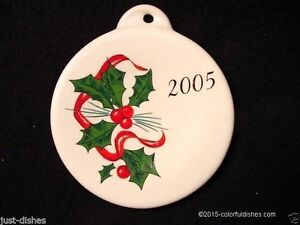 2005-Fiesta-WHITE-Post-86-HOLLY-amp-RIBBON-Holiday-Ornament