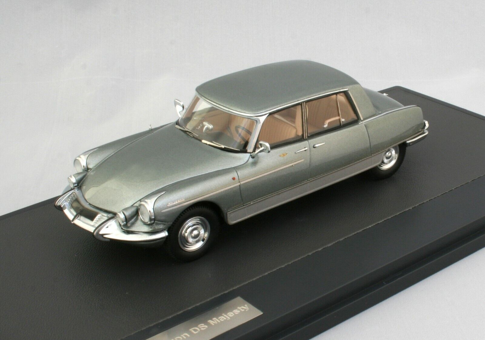 CITROEN DS MAJESTY - HENRI CHAPRON - 1966 - MATRIX MX 50304-041 - 1 43