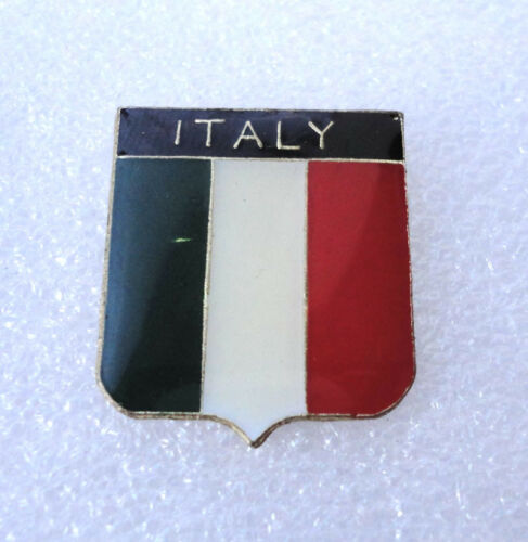 P2 Used National Country Flag Pin Badge Italy Italian Retro