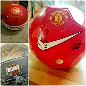 035 - Signed Manchester United Football Collection includes 3 x Footballs