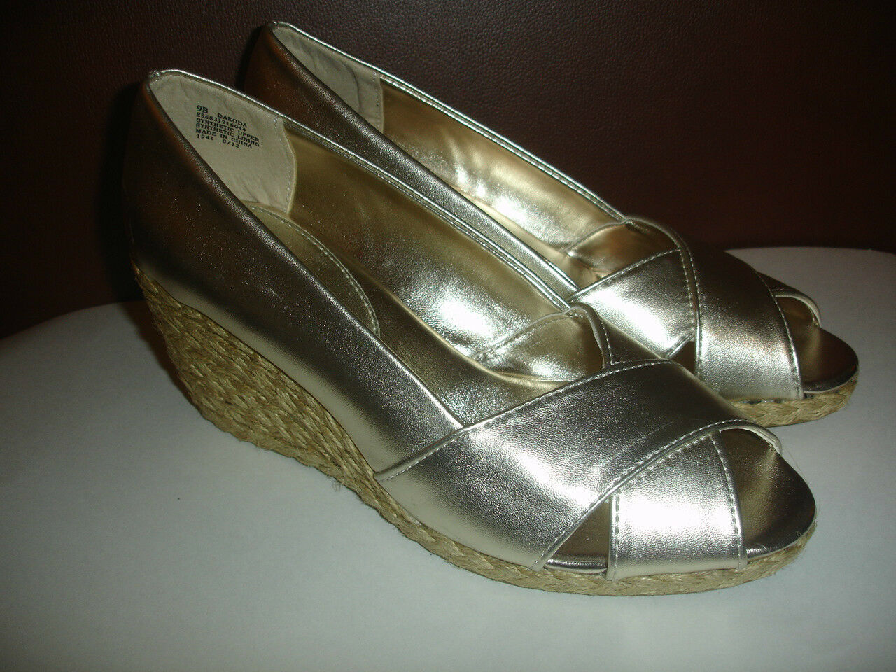 NEW CHAPS DAKODA Size 6 SHOES METALLIC gold WOMEN'S WEDGES OPEN TOE SLIP ONS