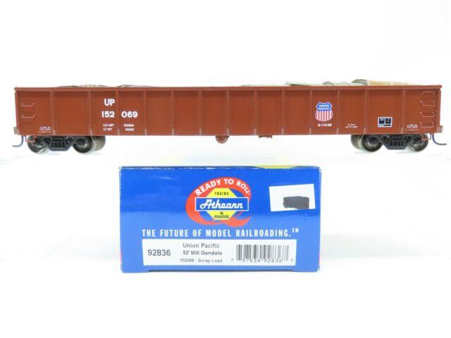 HO Scale Athearn 92836 UP Union Pacific 52' Mill Gondola #152069 W/ Scrap Load