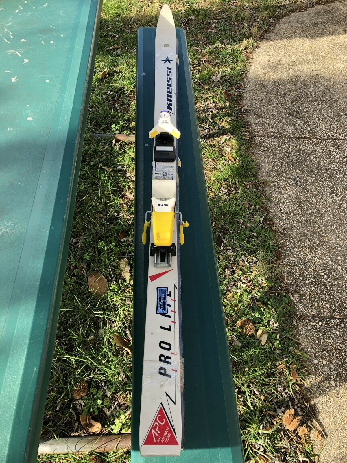 KNEISSL PRO LITE SKIS WITH  LOOK  3D SYSTEM, 157 CM.  hot sports